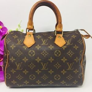 Preowned Authentic Louis Vuitton Speedy 25